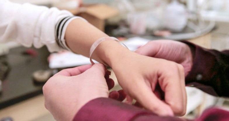Smart bandage which heals wound