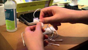 ways to clean earphone