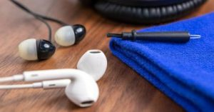 ways to clean earphone 1
